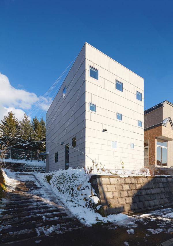 minimalfamily1 Super Minimal Family House in Japan