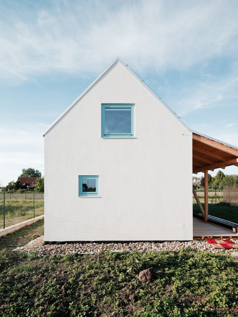 jrkvc2 768x1024 Simple, But With Contemporary Feeling Family House in Slovakia
