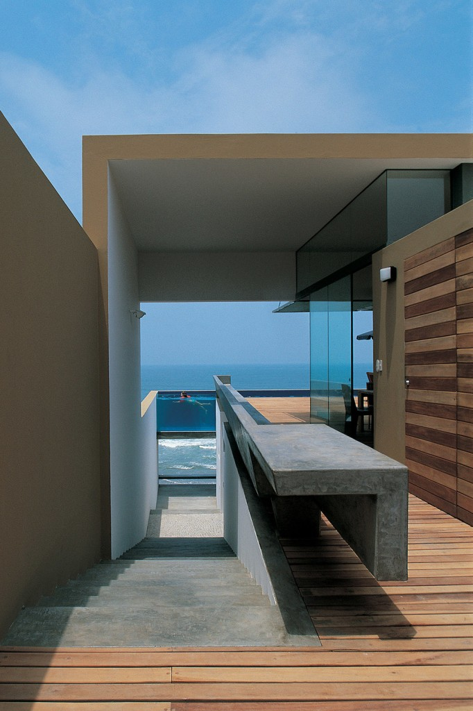 EQUIS5 682x1024 How Barclay&Crousse Architects Embellished Peru