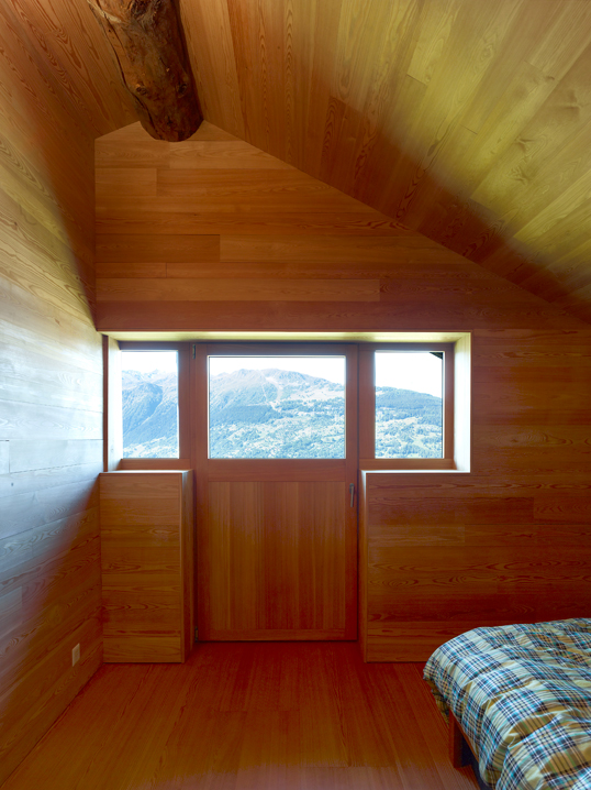 dont judge a book by its cover or how s.fabrizzi architects renovated a cottage in the mountains 11 Dont Judge a Book By its Cover Or How S.Fabrizzi Architects Renovated a Cottage In The Mountains