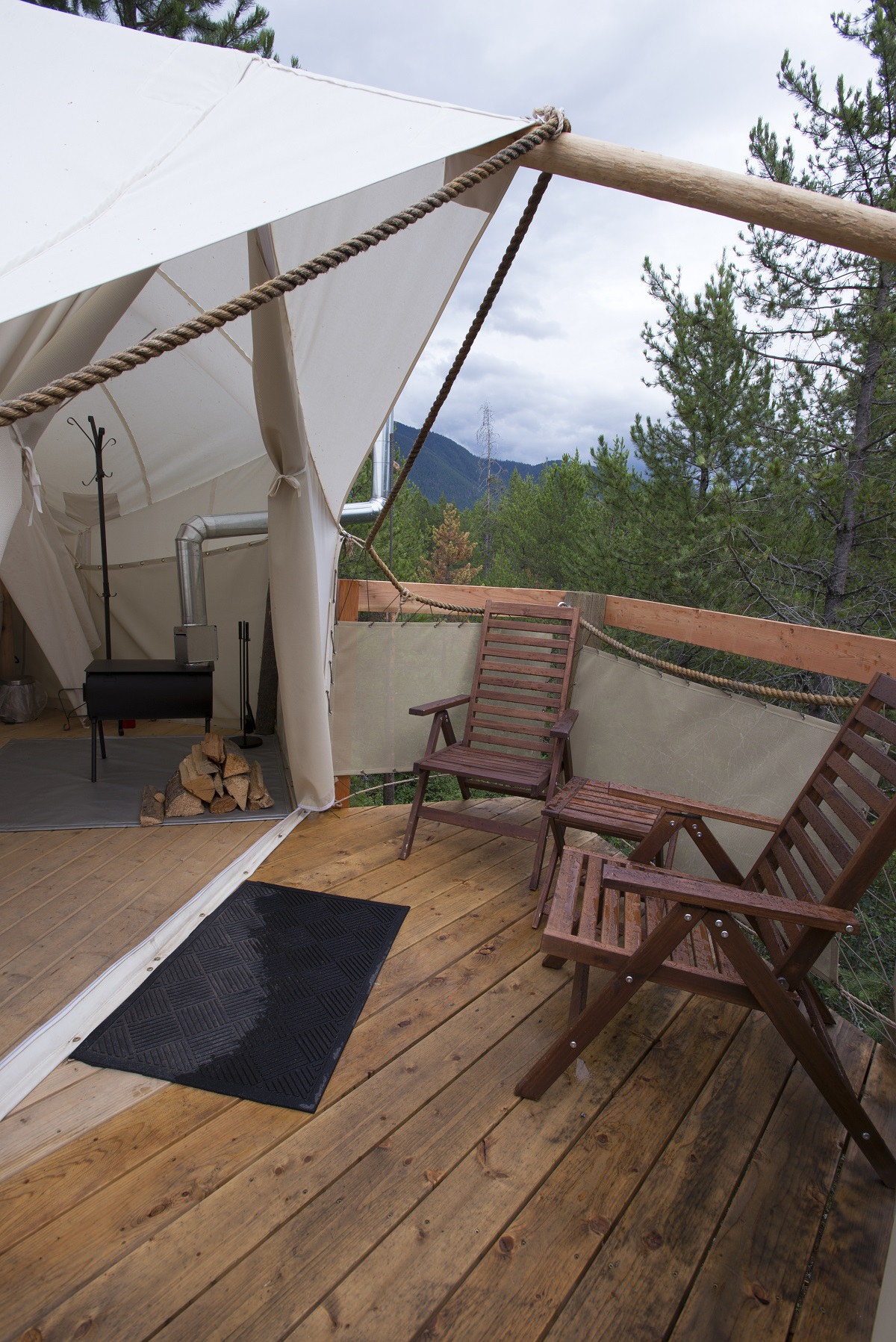 treehouse at glacier under canvas 2 10 Most Amazing Treehouse Hotels From Which You Would Never Wish To Check Out