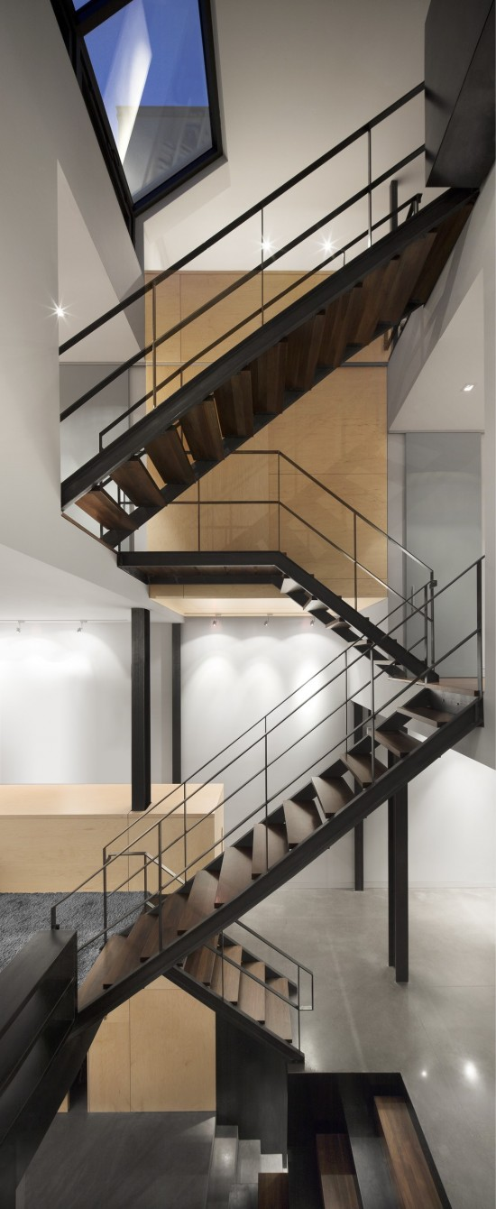 maison e3 natalie dionne architecte 05 550x1340 Choosing Iron Railing