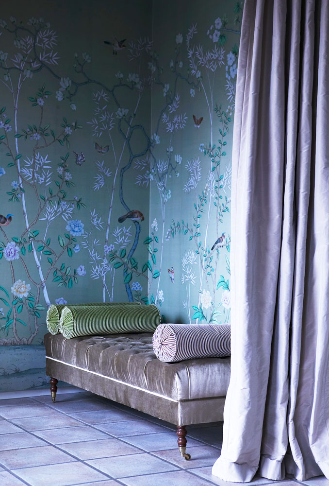 22 large 50+ Floral Wallpaper and Mural Ideas