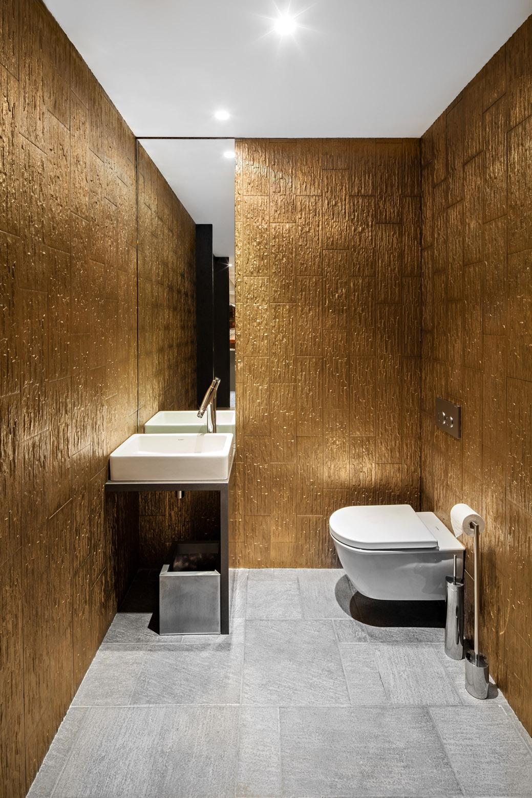 Le clos y by dai sugasawa your no 1 source of for Restaurant bathroom design
