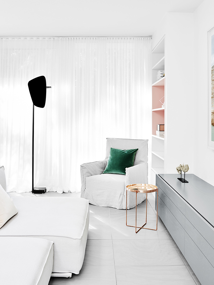 salon blanc pastel fionalynch Caroline Street House