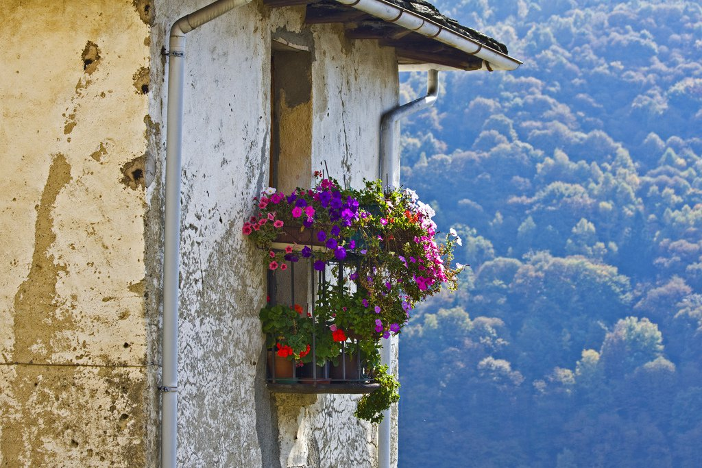 35 world 39 s most beautiful balconies your no 1 source of for Italian balcony