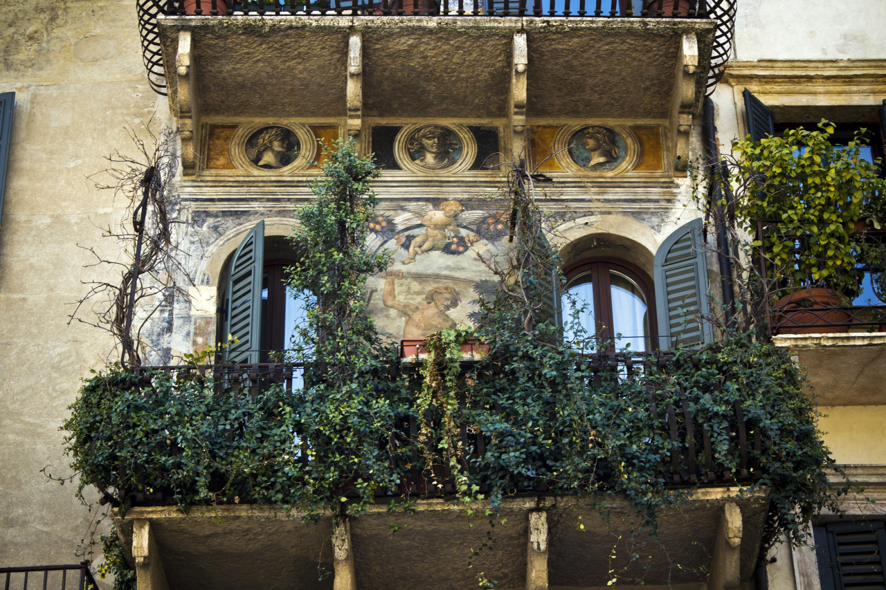 verona italy case mazzanti 35 Worlds Most Beautiful Balconies