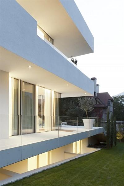 Modern House by Monovolume