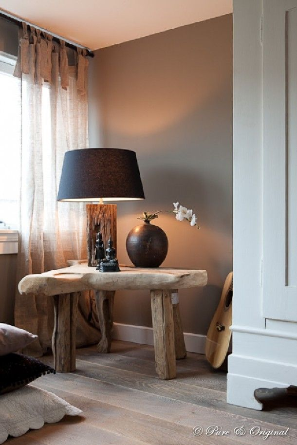 Classic western european interiors - Woonkamer taupe ...
