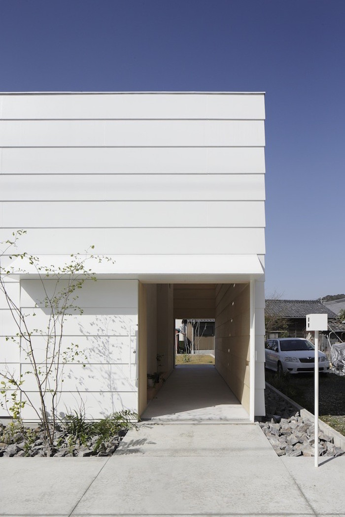 Minimalist Exterior House Design Ideas: A Wooden House In Japan Filled With Natural Sunlight