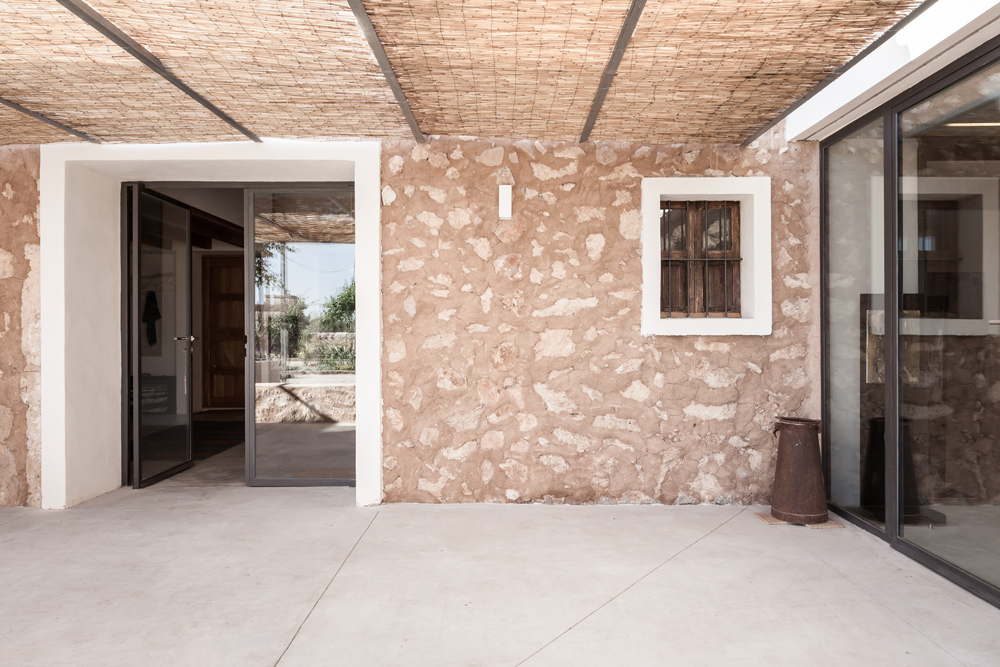 an old farmhouse transformed into an art studio and gallery in mallorca 4 An Old Farmhouse Transformed Into An Art Studio And Gallery In Mallorca