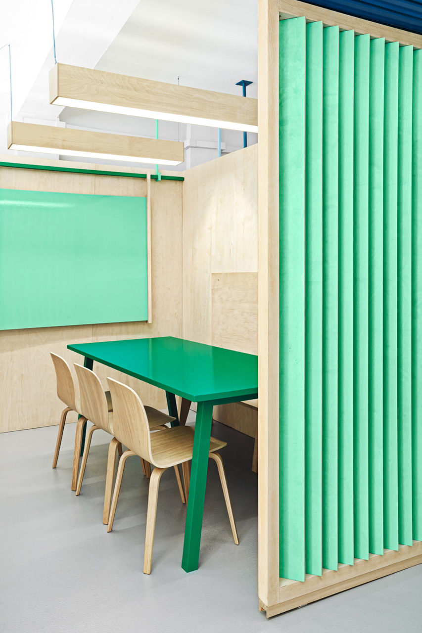 colorful english school in barcelona by masquespacio 4 Colorful English School In Barcelona by Masquespacio