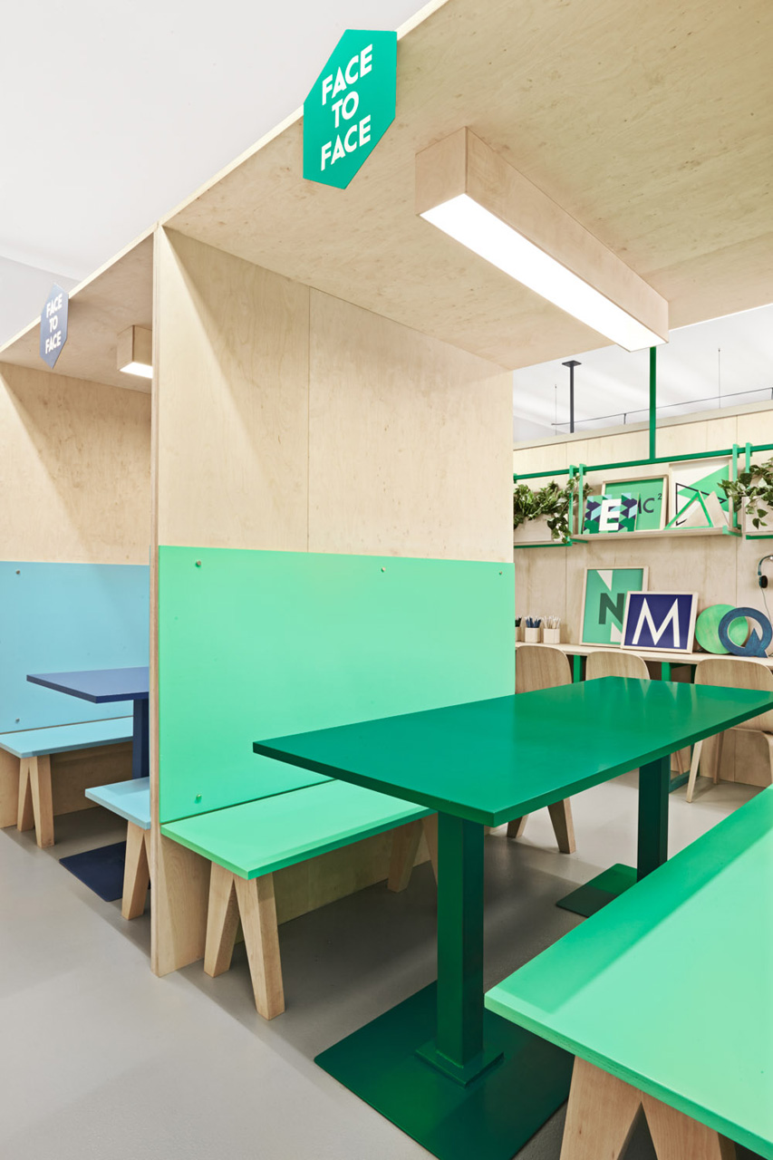 colorful english school in barcelona by masquespacio 7 Colorful English School In Barcelona by Masquespacio