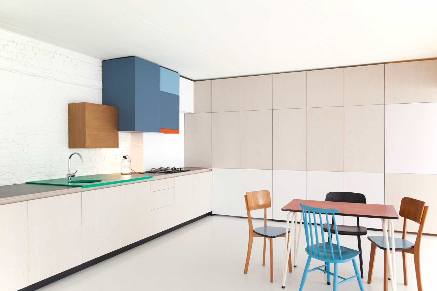 colorful kitchen by belgian designer dries otten 2 Colorful Kitchen By Belgian Designer Dries Otten