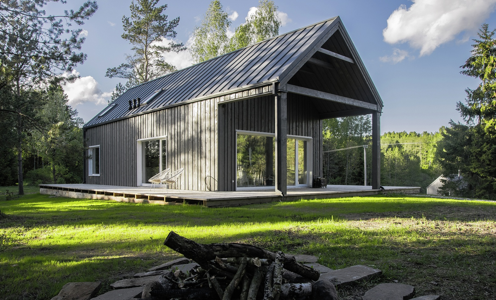 Hunting house surrounded by woods in lithuania your no 1 for Pictures of small hunting cabins