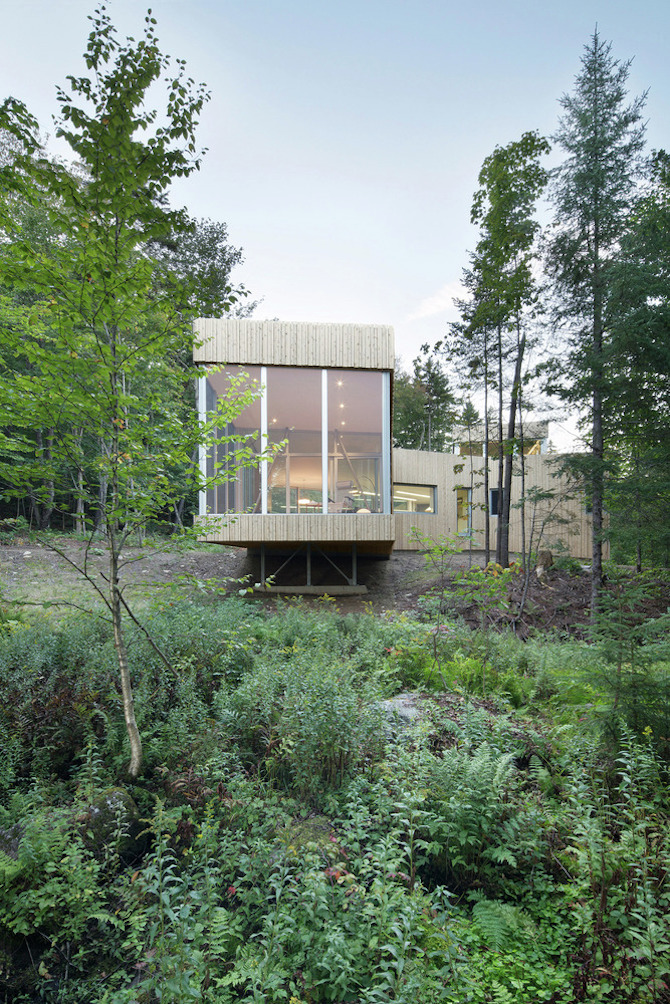 a minimal wooden house reflects the flow of the river 4 A Minimal Wooden House Reflects The Flow Of The River