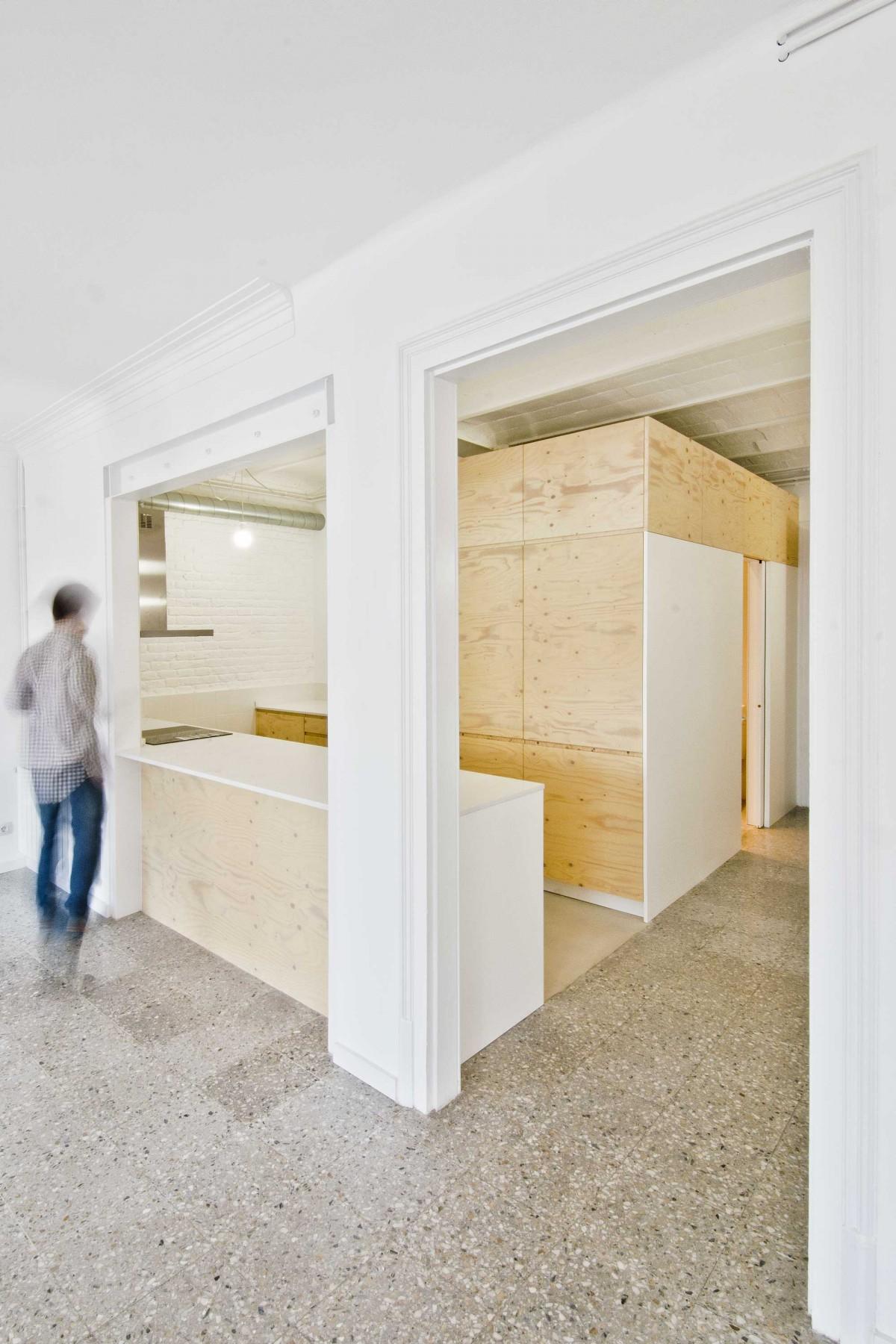 Apartment Renovation In Manhattan: Minimal Apartment Renovation In Barcelona