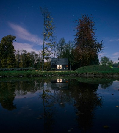 Your Getaway Place – A Magical House On The Lake In Belgium
