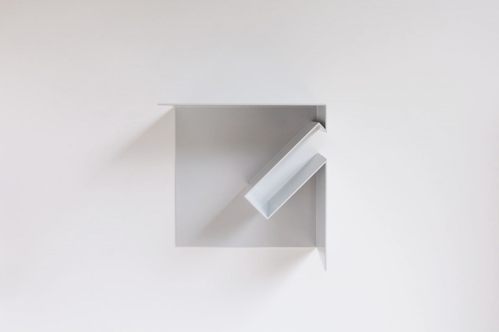 oblique bookshelf by filip janssens 6 1024x682 Oblique Bookshelf By Filip Janssens