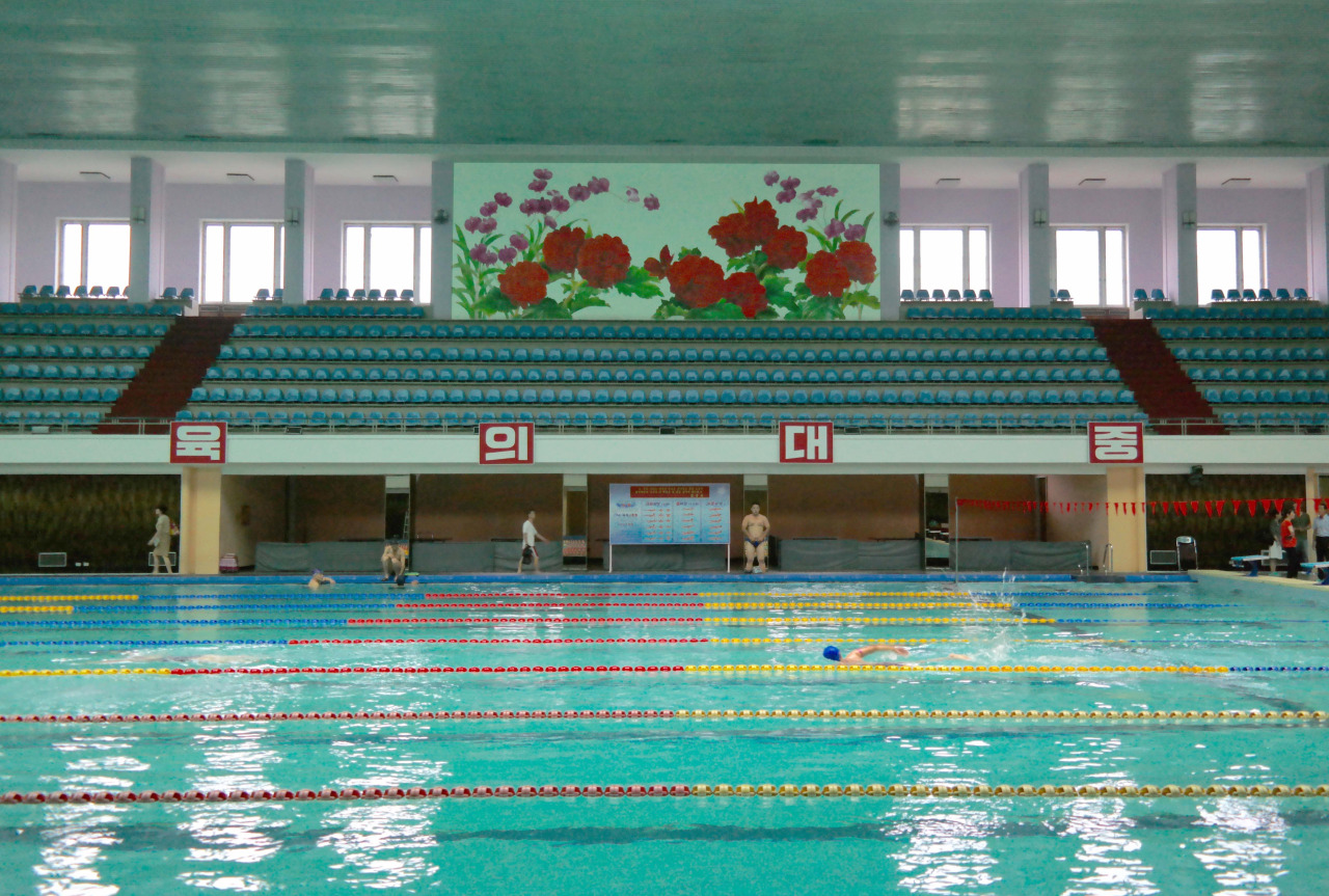 photographer captures interiors of north korea 2 Photographer Captures Interiors Of North Korea
