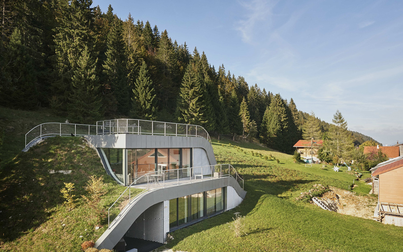 this house was embeded into a beautiful french landscape 1 This House Was Embedded Into The Beautiful French Landscape