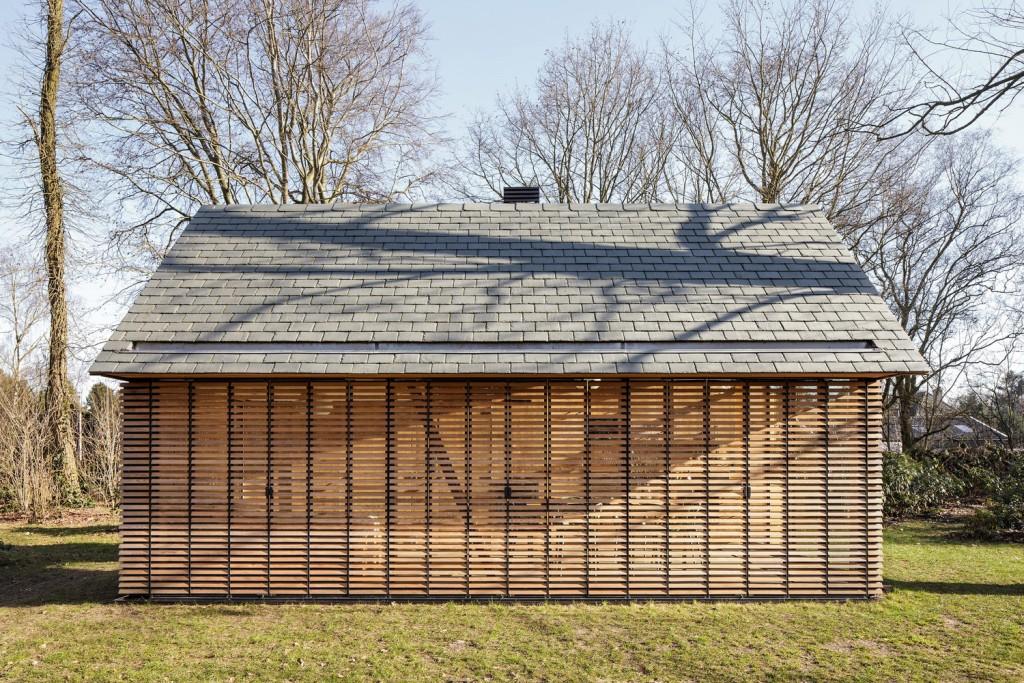 compact recreation house by zecc architecten 1 1024x683 Compact Recreation House By Zecc Architecten
