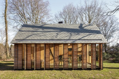 Compact Recreation House By Zecc Architecten