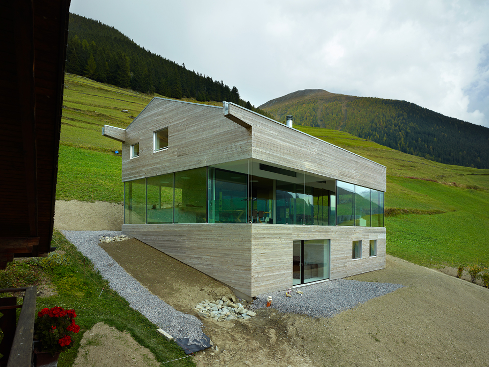 low energy consumption house in swiss alps by savioz. Black Bedroom Furniture Sets. Home Design Ideas