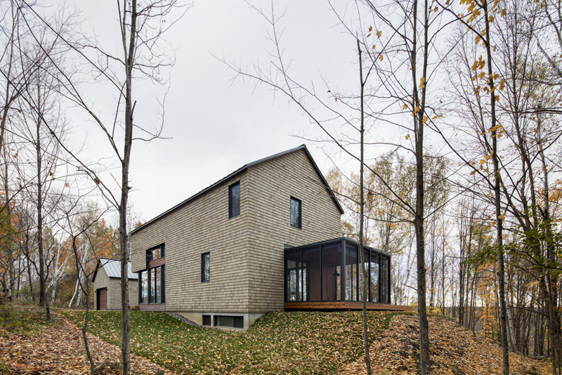 kl house by bourgeois lechasseur architects 3 Dreamy House Surrounded By Woods In North Hatley, Canada