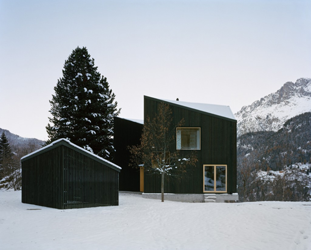 minimal cabin in switzerland by lacroix chessex architectes 8 1024x821 Minimal Cabin In Switzerland By Lacroix Chessex Architectes