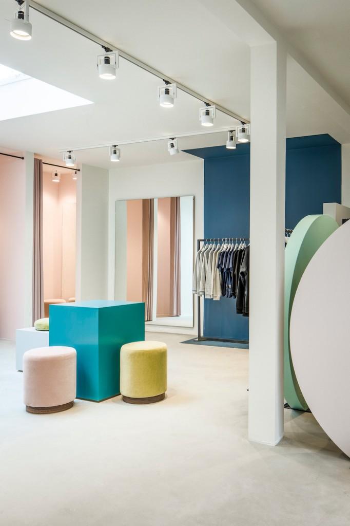 pelican studio minimalist store in amsterdam by framework 1 682x1024 Pelican Studio Minimalist Store in Amsterdam by Framework
