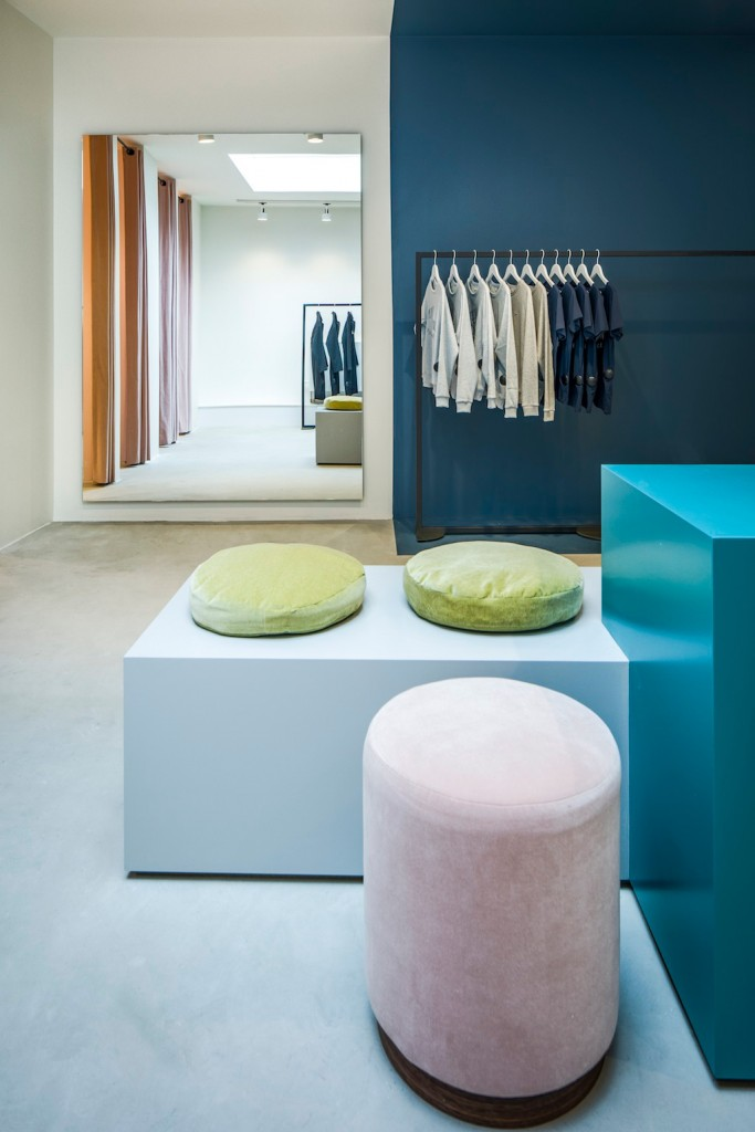 pelican studio minimalist store in amsterdam by framework 2 683x1024 Pelican Studio Minimalist Store in Amsterdam by Framework