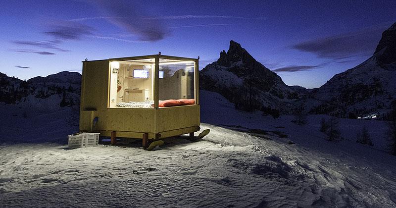 enjoy the amazing view of dolomite mountains in this tiny cabin 1 Enjoy the Amazing View of Dolomite Mountains in this Tiny Cabin