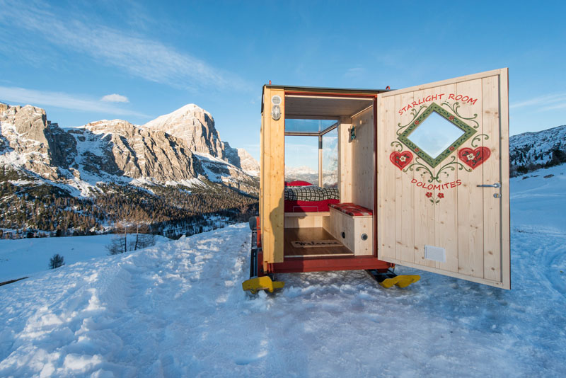 enjoy the amazing view of dolomite mountains in this tiny cabin 4 Enjoy the Amazing View of Dolomite Mountains in this Tiny Cabin