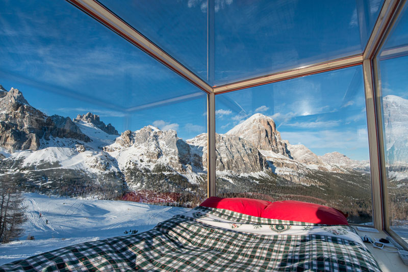 enjoy the amazing view of dolomite mountains in this tiny cabin 5 Enjoy the Amazing View of Dolomite Mountains in this Tiny Cabin