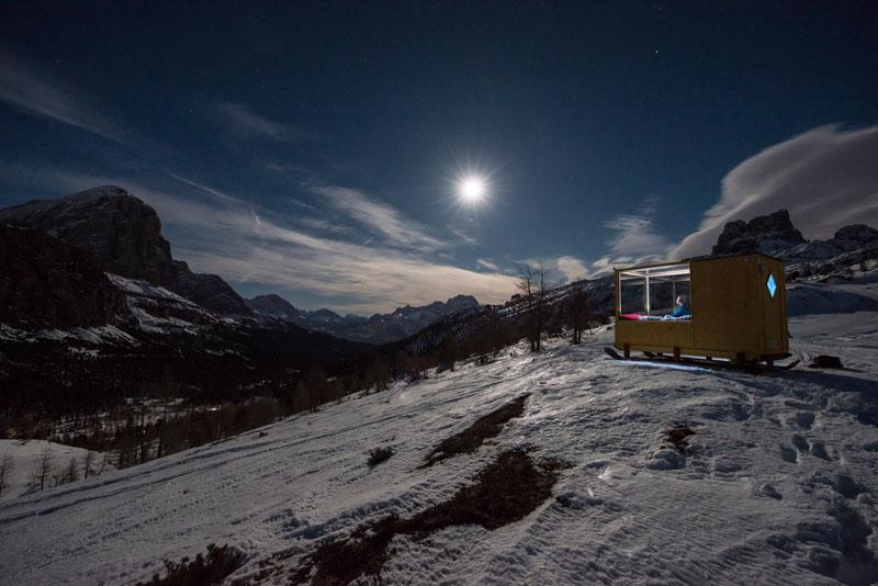 enjoy the amazing view of dolomite mountains in this tiny cabin 6 Enjoy the Amazing View of Dolomite Mountains in this Tiny Cabin