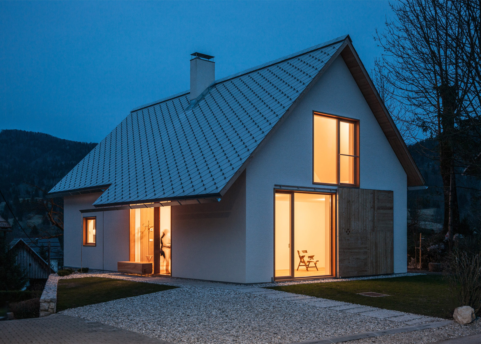 Beautiful alpine house in slovenia by skupaj arhitekti for Alpine house plans