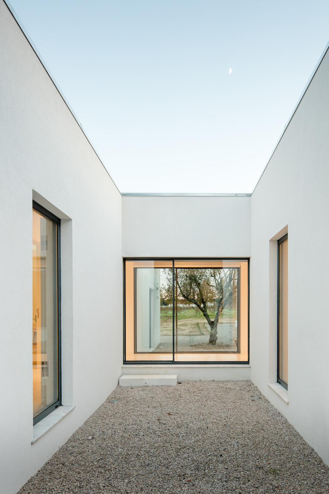 a Minimal House in Portugal Surrounded by Vines 14 : minimal-house-architecture - designwebi.com