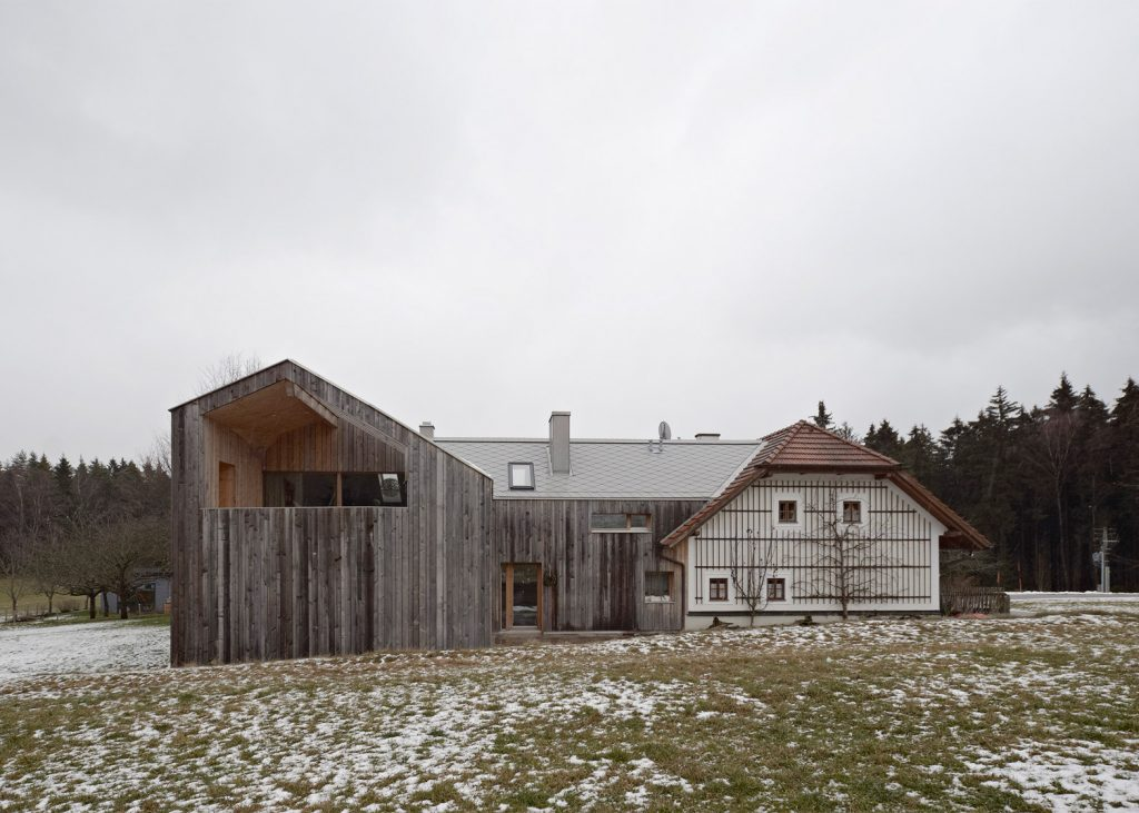 Modern Extension Was Added To a Traditional Farmhouse in Austria
