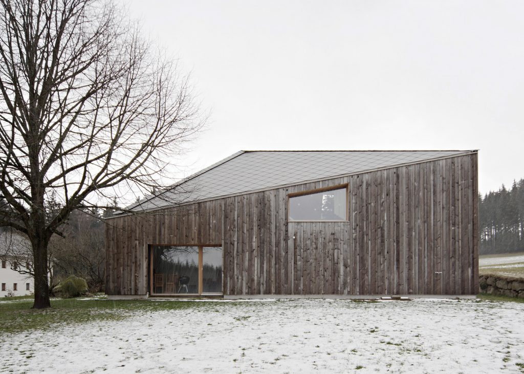 modern extension was added to a traditional farmhouse in austria 3 1024x731 Modern Extension Was Added To a Traditional Farmhouse in Austria