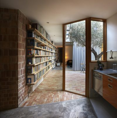 There are Two Courtyards in this Awesome Casa Designed by Gradolí & Sanz arquitectos