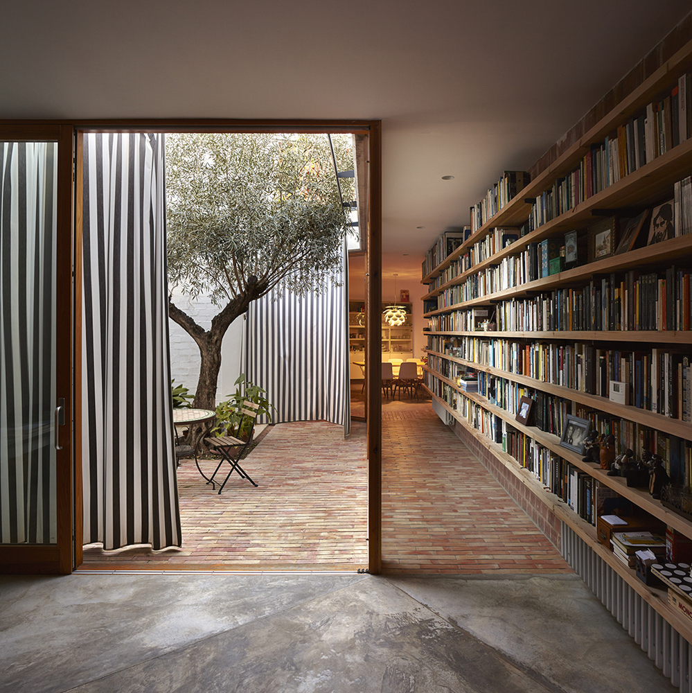 there are two courtyards in this awesome casa designed by gradoli sanz arquitectos 11 There are Two Courtyards in this Awesome Casa Designed by Gradolí & Sanz arquitectos