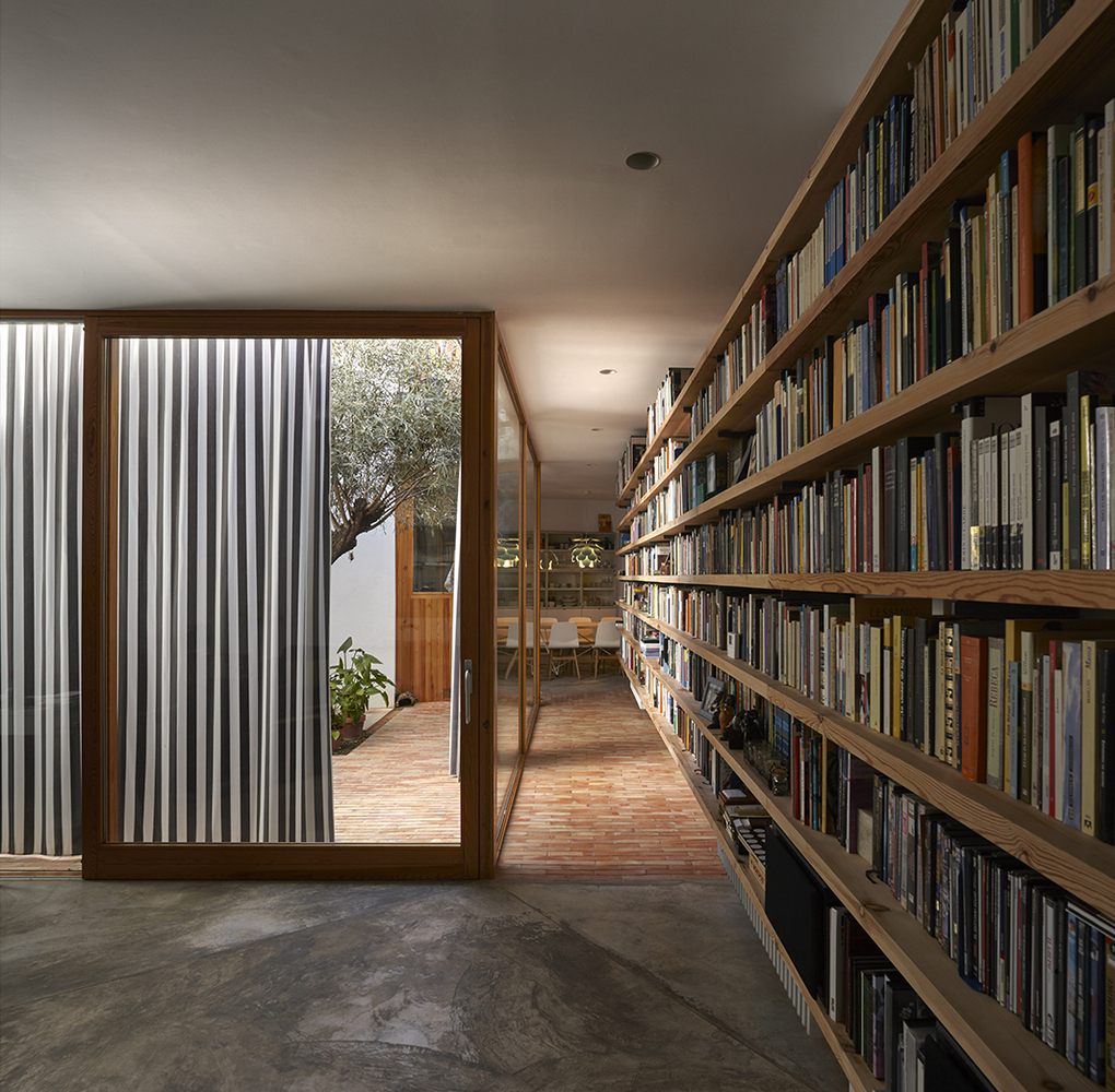 there are two courtyards in this awesome casa designed by gradoli sanz arquitectos 2 There are Two Courtyards in this Awesome Casa Designed by Gradolí & Sanz arquitectos