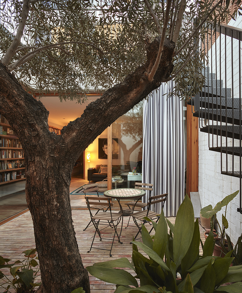there are two courtyards in this awesome casa designed by gradoli sanz arquitectos 5 There are Two Courtyards in this Awesome Casa Designed by Gradolí & Sanz arquitectos