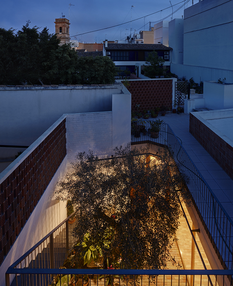 there are two courtyards in this awesome casa designed by gradoli sanz arquitectos 7 There are Two Courtyards in this Awesome Casa Designed by Gradolí & Sanz arquitectos
