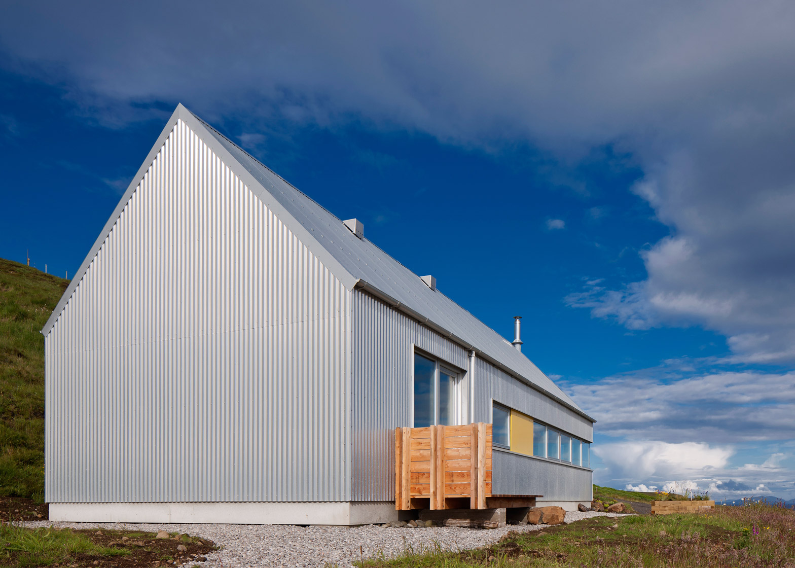 The tinhouse is a holiday home on the scottish island for Tin house plans