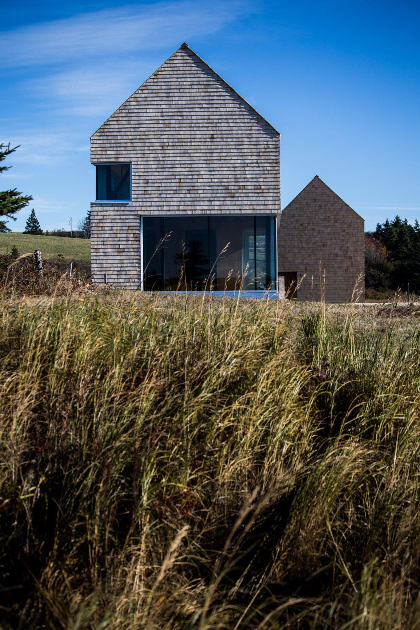 dreamy coastal house by studio mackay lyons sweetapple 3 Dreamy Coastal House by Studio MacKay Lyons Sweetapple