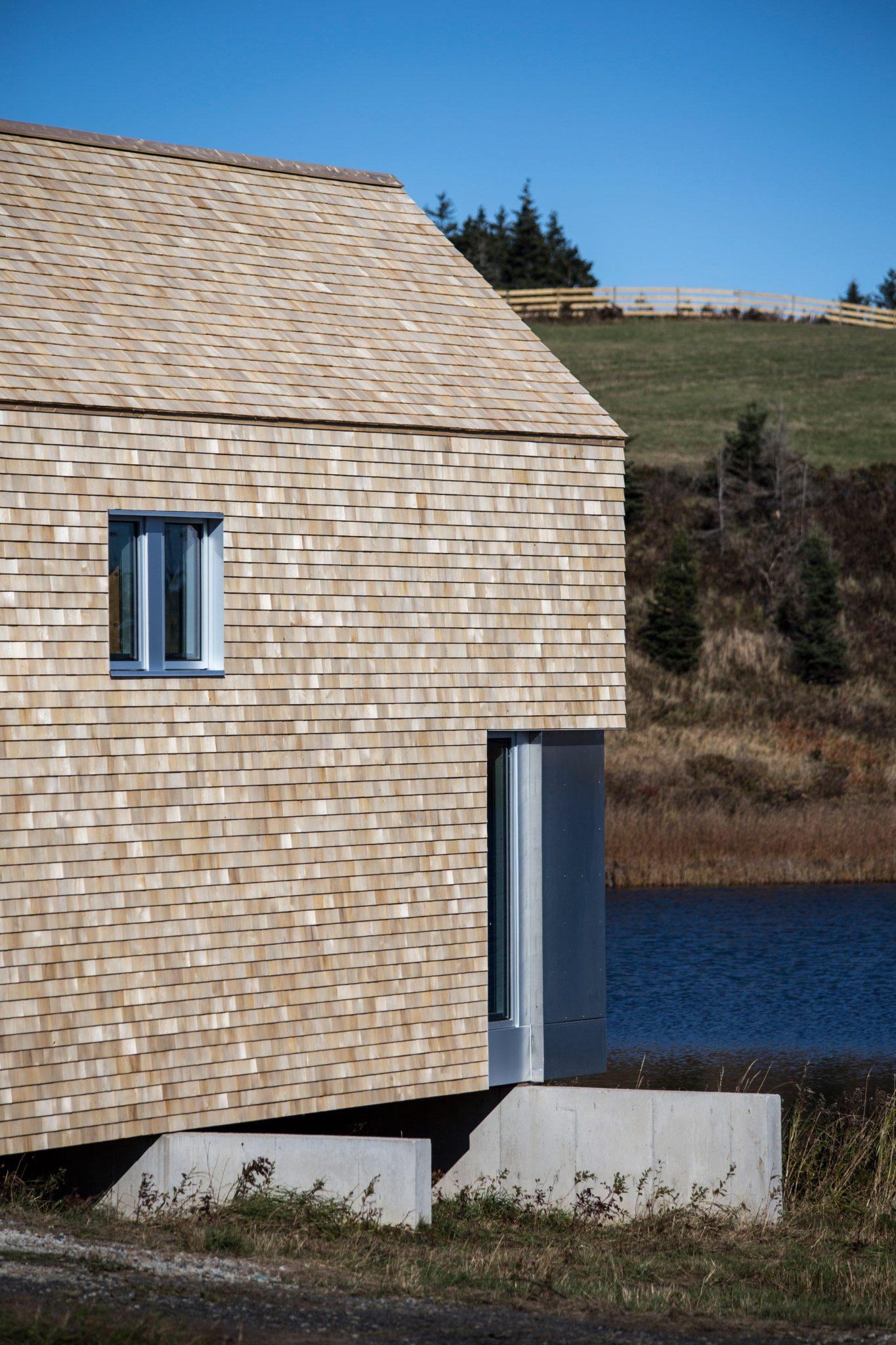 dreamy coastal house by studio mackay lyons sweetapple 4 Dreamy Coastal House by Studio MacKay Lyons Sweetapple