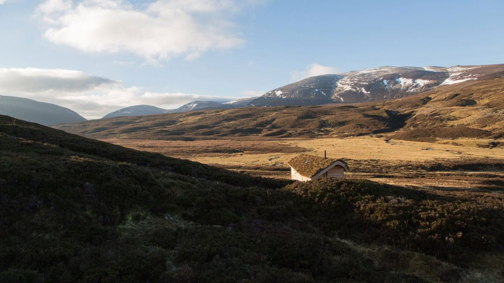 dreamy cabin in mountainous scottish landscape by moxon architects 1 1024x576 Dreamy Cabin in Mountainous Scottish Landscape by Moxon Architects