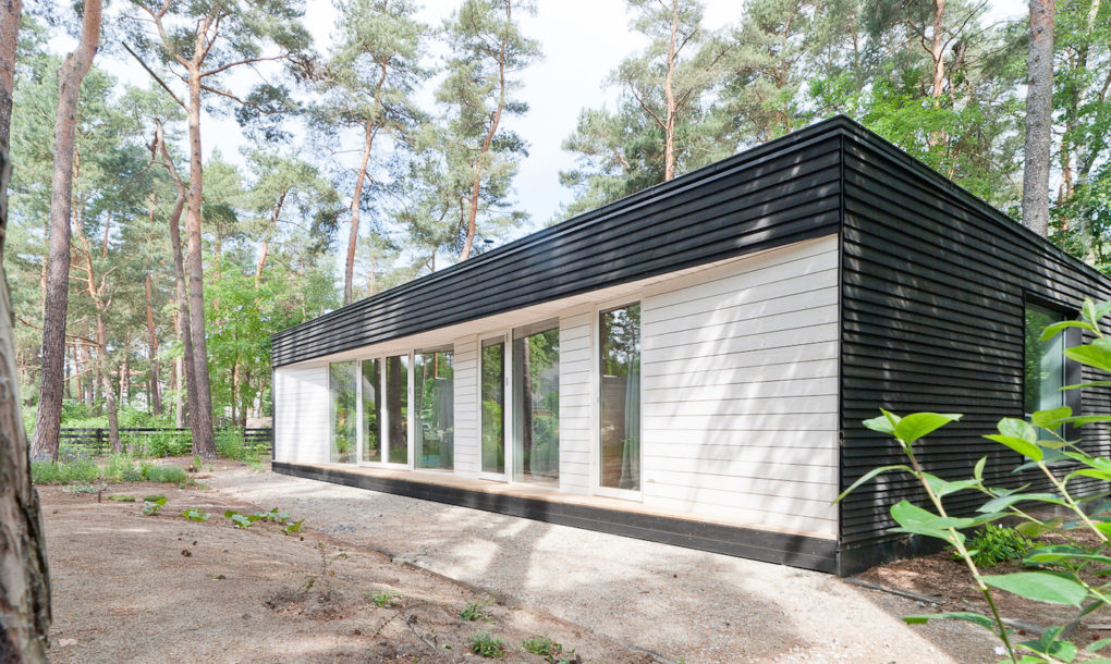 contemporary black cabin in the german woods 3 Contemporary black cabin in the German woods